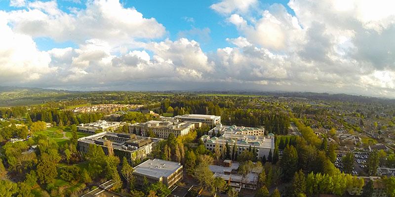 Article Image 李思琦,来自中国。目前居住在加州 Rohnert Park,现就读于Sonoma State University(CSU),专业为教育学,是大二学生