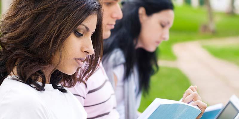 Article Image 国际学生进行奖学金搜索的指南
