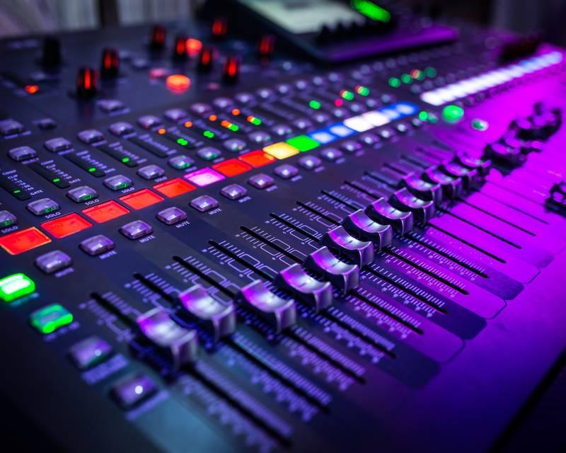 Article Image ウガンダのTerahKasoziは、カリフォルニアのグレンデールコミュニティカレッジで音楽の準学士号を取得しています。