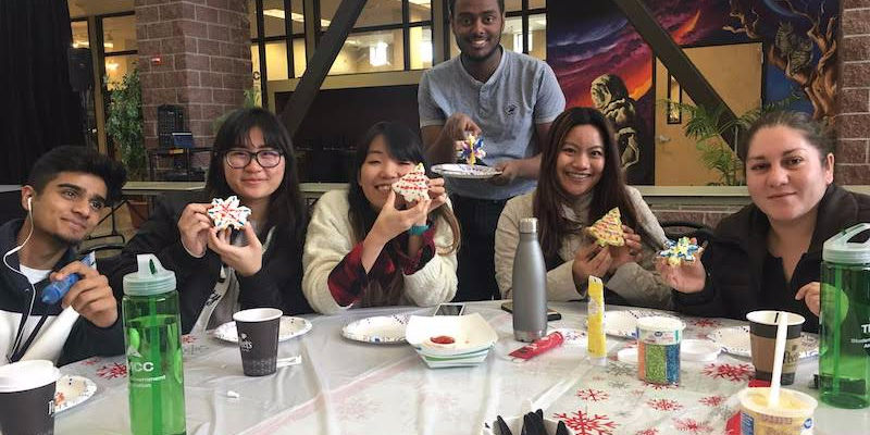 Article Image Callista Ziwei Chim, đến từ Malaysia, đang theo học ngành Kinh tế tại trường Cao đẳng Cộng đồng Truckee Meadows