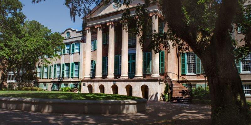 Article Image Hoang Minh Tran dari Vietnam: Belajar Bahasa Inggris di Institut Bahasa Inggris di College of Charleston (CofC) di Charleston, Carolina Selatan