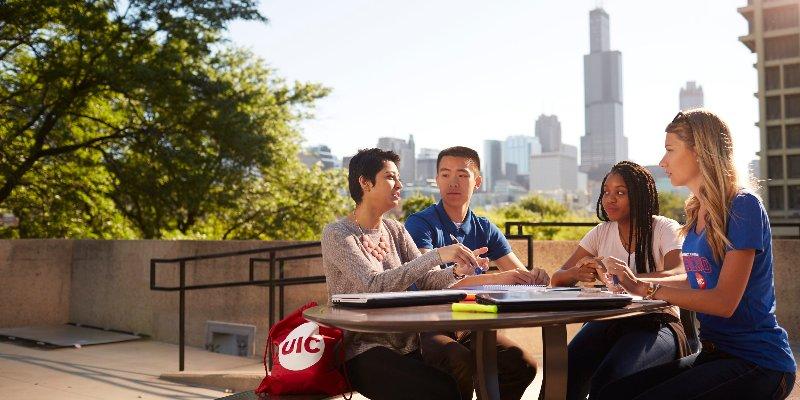 Article Image Ishan Shah dari India: Belajar Keuangan di University of Illinois di Chicago