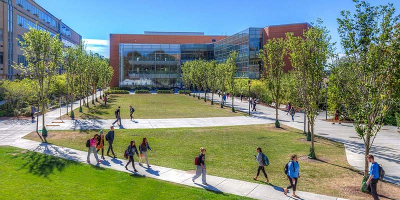 Article Image Trang Vu dari Vietnam: Belajar Bahasa Inggris di Program Bahasa Inggris Intensif Musim Panas di Salem State University di Salem, Massachusetts