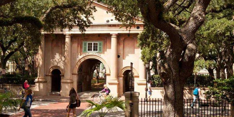 Article Image Min Zhang dari China: Belajar untuk Magister Komunikasi di College of Charleston
