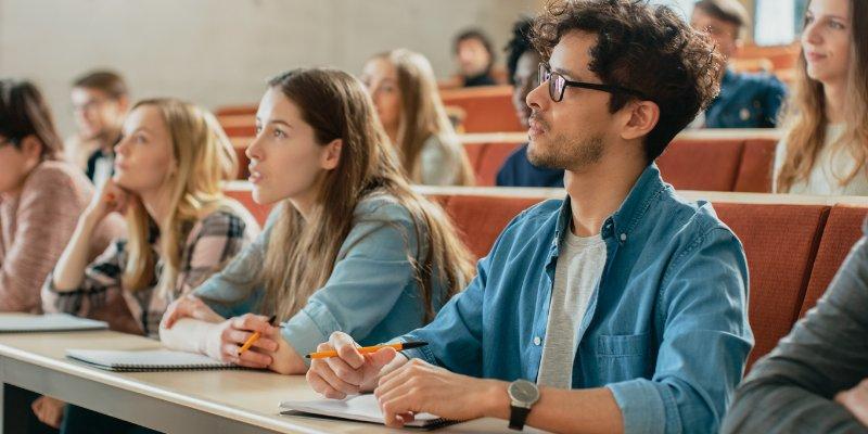 Article Image Aprenda as cordas: cultura de sala de aula dos EUA