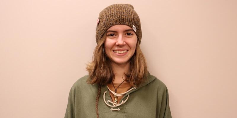 Article Image 来自法国的Clara Degez在华盛顿州埃德蒙兹的埃德蒙兹社区学院攻读艺术转移学位。