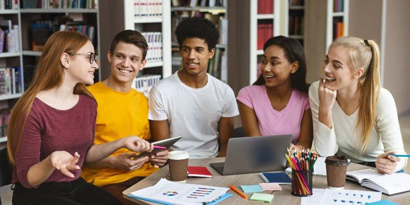 Article Image Trường Đại Học Washington Bothell: Thiết kế Truyền thông Tương thích và Trung tâm Serious Play