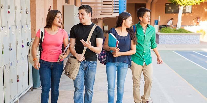 Article Image ¿Me Puedo Quedar en Estados Unidos Después de Graduarme?