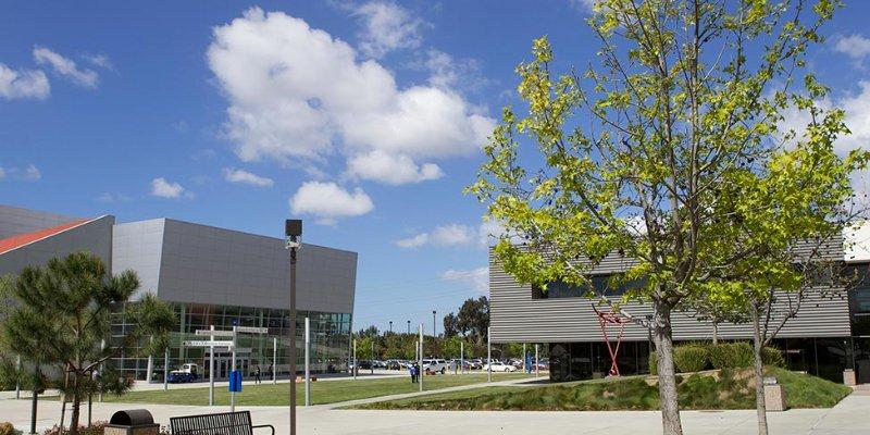 Article Image Lupe Jara Guerrero, do Peru, está se formando em Administração de Empresas no Irvine Valley College em Irvine, Califórnia