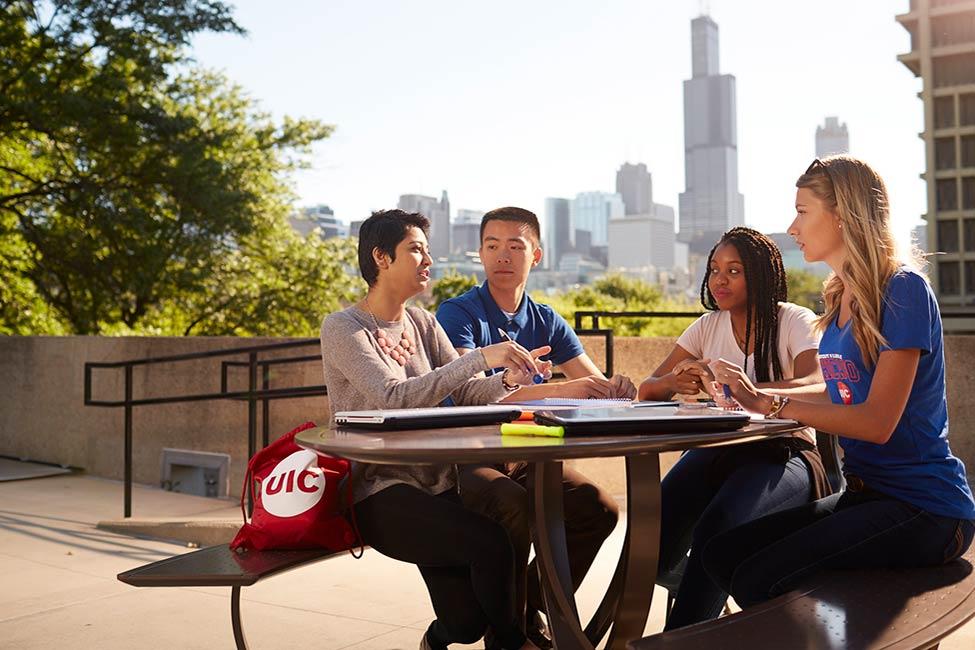 시카고 일리노이 대학교 sponsored listing logo